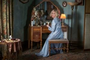 Auch nach ihrem Tod verlässt Norma (Vera Farmiga) ihren Sohn einfach nicht