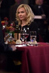 Genau Normans Typ: Madeleine (Isabelle McNally) ist seiner Mutter wie aus dem Gesicht geschnitten